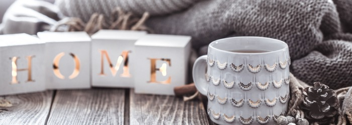 Cosy accessories, warm lights and scents